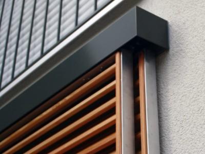 Fensterläden Holz Schienenkasten