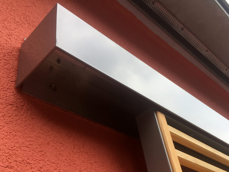 Fensterläden Holz teilverdeckt 3