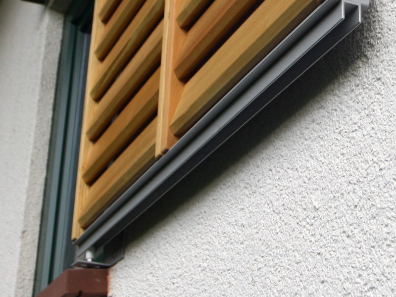 Fensterläden Holz Schienensystem einläufig